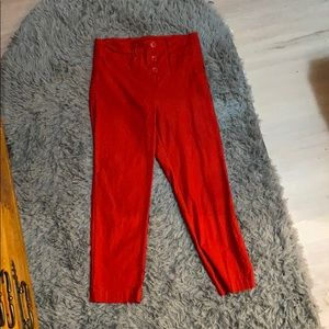 Red highwaisted rockabilly chic capris